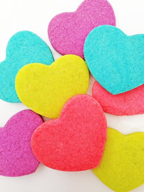 Neonovye-serdechki-na-svadbu-6 Неоновые сердечки на свадьбу для торжества в стиле радуга