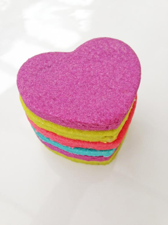 Neonovye-serdechki-na-svadbu-8 Неоновые сердечки на свадьбу для торжества в стиле радуга
