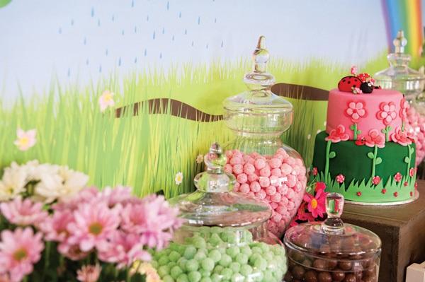 Oformlenie-svadebnogo-Kendi-Bara-v-stile-raduga-8 Оформление свадебного Кенди Бара в стиле радуга