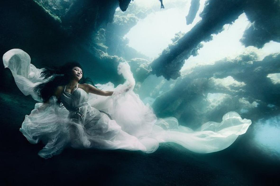 Podvodnaya-svadebnaya-fotosessiya-5 Подводная свадебная фотосессия