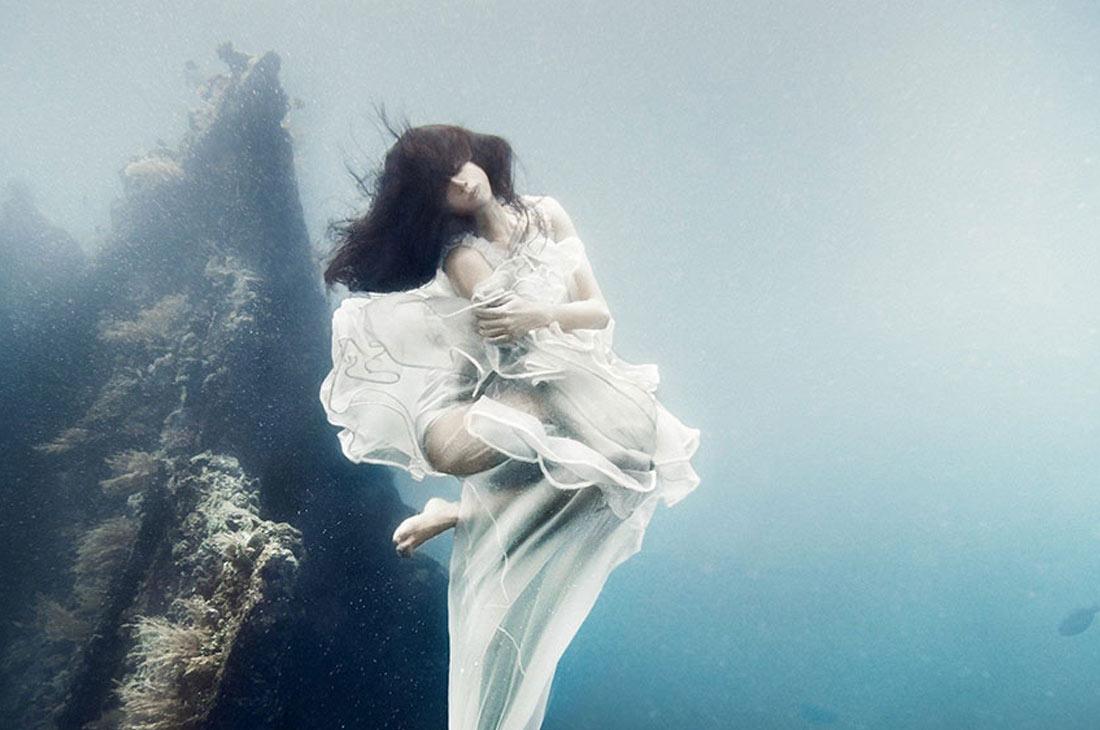 Podvodnaya-svadebnaya-fotosessiya-6 Подводная свадебная фотосессия