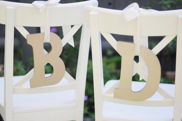 dekor-stule-bukvami-na-svadbu-3 Три варианта декора стульев на свадьбу