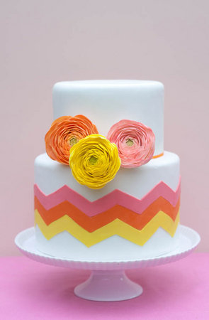 dekor-svadebnogo-torta-martsepanom-svoimi-rukami-18 Мастер класс: Декорируем свадебный торт марципаном своими руками.
