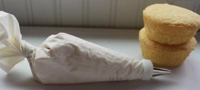 kapkejki-na-svadbu-svoimi-rukami-4 Свадебные капкейки своими руками - как сэкономить на популярном и современном лакомстве
