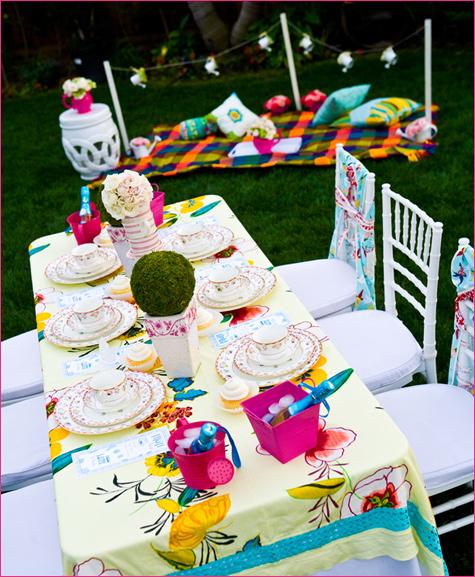 servirovka-svadebnogo-stola-v-stile-alisa-v-zazerkale-21 Сервировка стола в стиле Алиса в Зазеркалье, как удивить гостей простыми стилистическими решениями