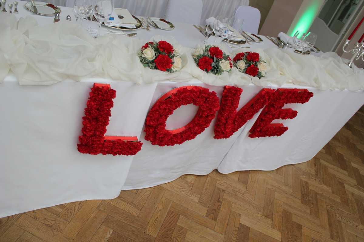 Украшение зала на свадьбу своими руками минусы такого варианта оформления