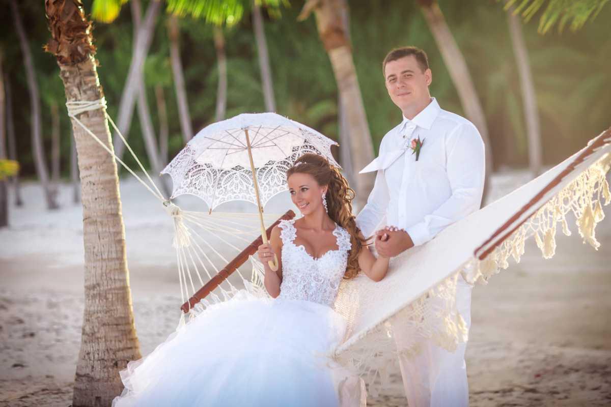 Гамак на летней свадьбе интересный вариант лаунж зоны на торжестве на природе