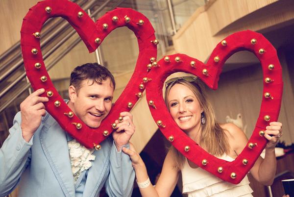 1-obemnoe-serdtse-na-svadbe Объемное сердце с бубенцами для свадебной фотосессии своими руками