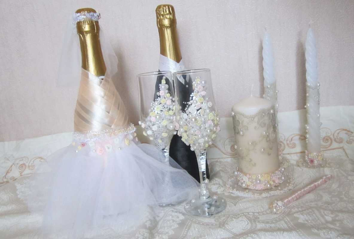 1-oformlenie-svadebnyh-butylok Свадебные мастер классы, нюансы и особенности создания полезных элементов для декора своей свадьбы