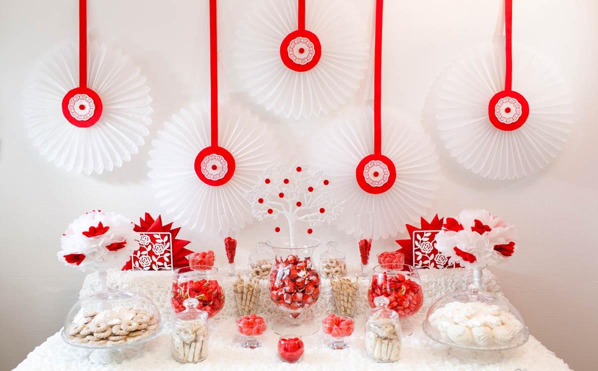 1-svadebnyj-kendi-Bar-v-krasnom-tsvete Свадебное оформление в красном цвете Кэнди Бара, который станет яркой свадебной зоной на любом тематическом торжестве