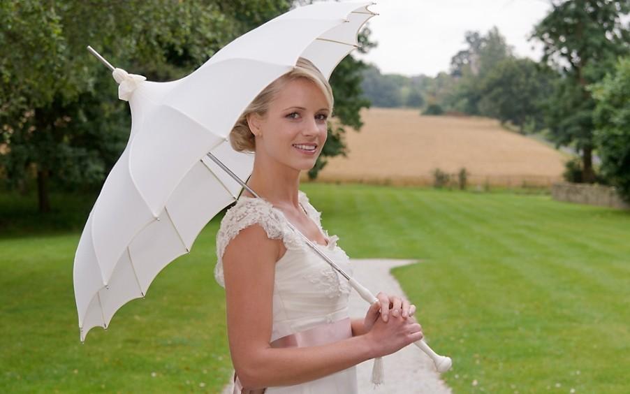 Свадебный зонтик – стильный аксессуар невесты