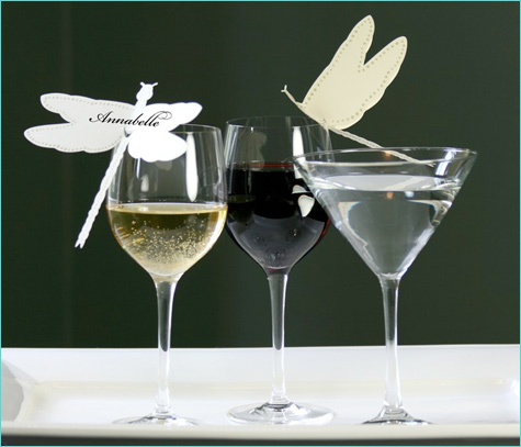bumazhnye-kartochki-rassadki-gostej-5 Бумажные таблички на бокал в замен стандартных карточек для рассадки гостей на свадьбе