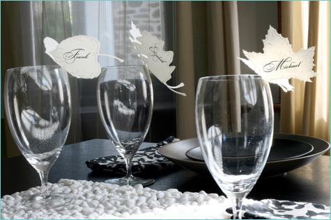 bumazhnye-kartochki-rassadki-gostej-7 Бумажные таблички на бокал в замен стандартных карточек для рассадки гостей на свадьбе