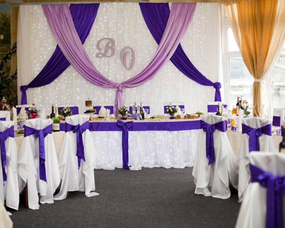 Свадебный декор: оформление фона за столом молодоженов