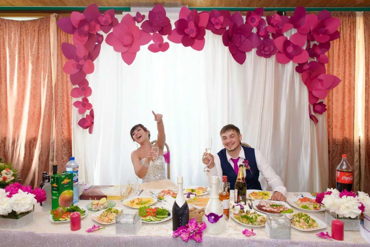 dekor-svadby-svoimi-rukami-minusy-4 Украшение зала на свадьбу своими руками минусы такого варианта оформления
