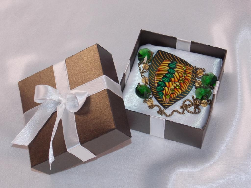 dekor-svadebnyh-podarkov-6 Советы гостям: оформление свадебных подарков, как необычно запаковать обычные вещи