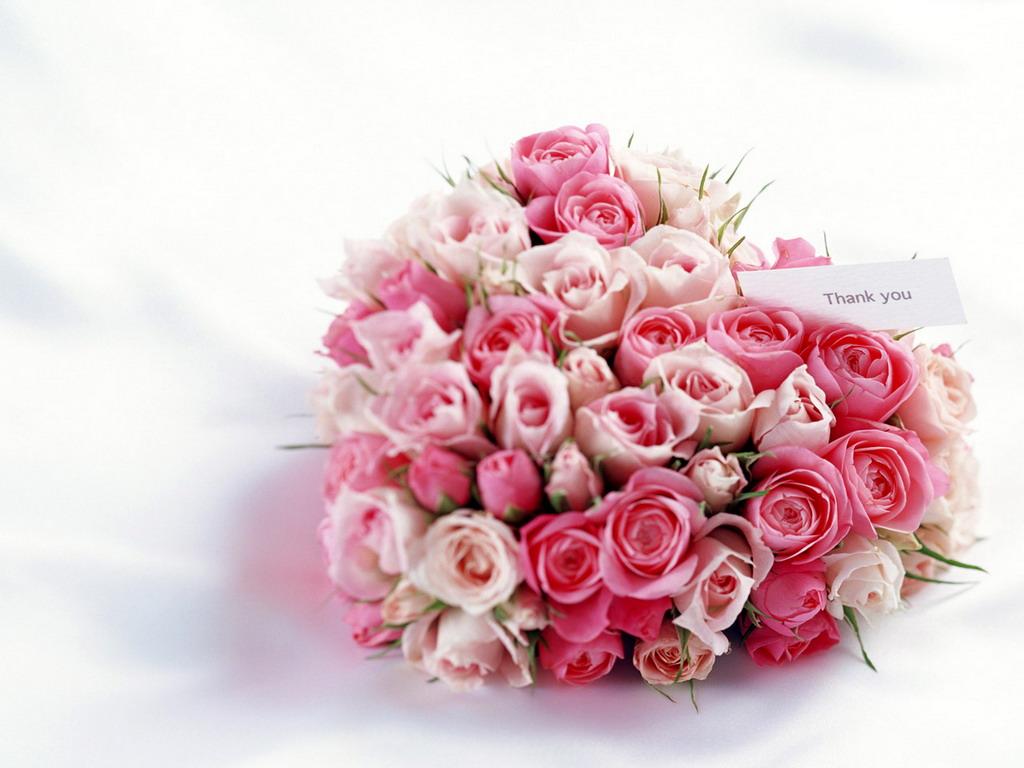 dekorativnoe-tsvetochnoe-serdtse-2 Сердце из цветов на свадьбу, как использовать такой необычный декор на своем торжестве?