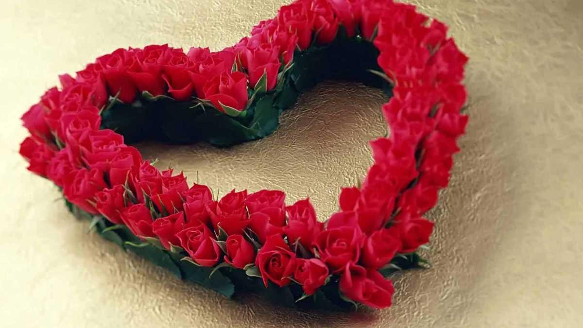 dekorativnoe-tsvetochnoe-serdtse-3 Сердце из цветов на свадьбу, как использовать такой необычный декор на своем торжестве?