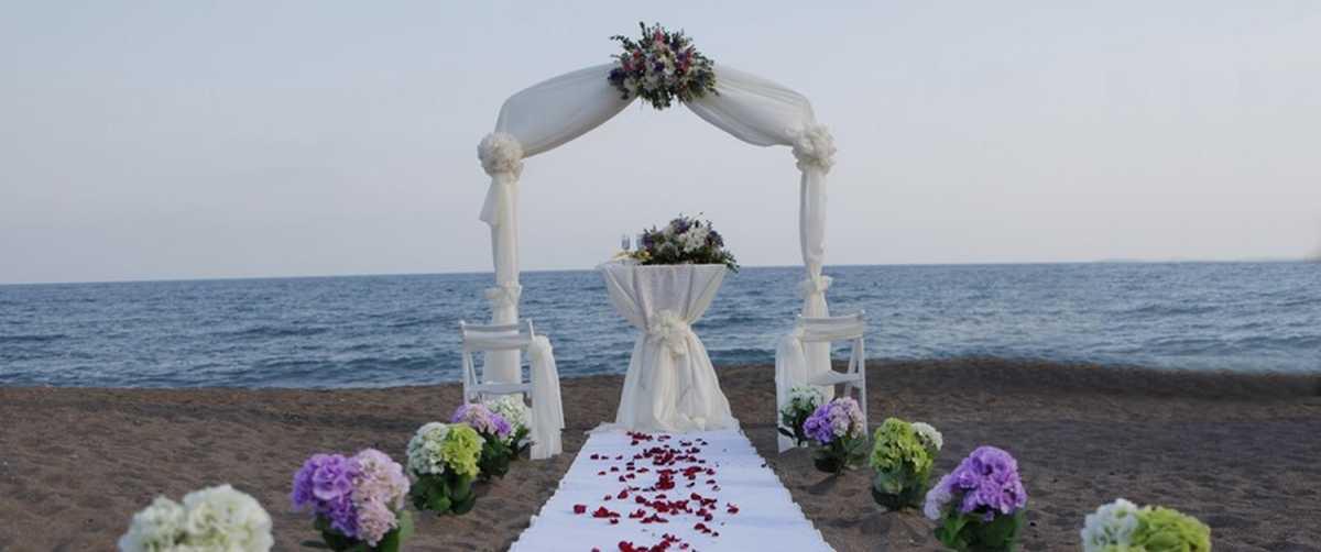 dorozhka-k-altaryu-na-svadbe-10 Красивое и праздничное оформление дорожки к алтарю для выездной свадебной церемонии