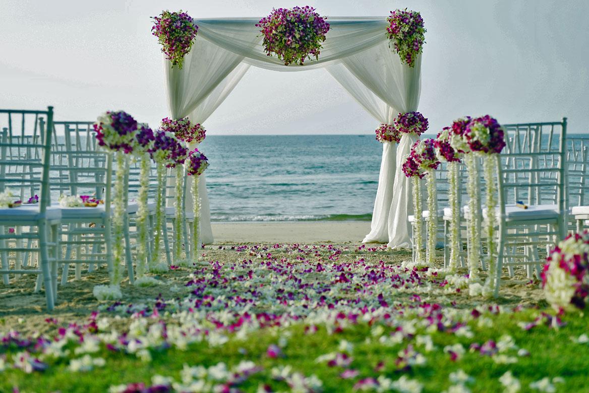dorozhka-k-altaryu-na-svadbe-3 Красивое и праздничное оформление дорожки к алтарю для выездной свадебной церемонии