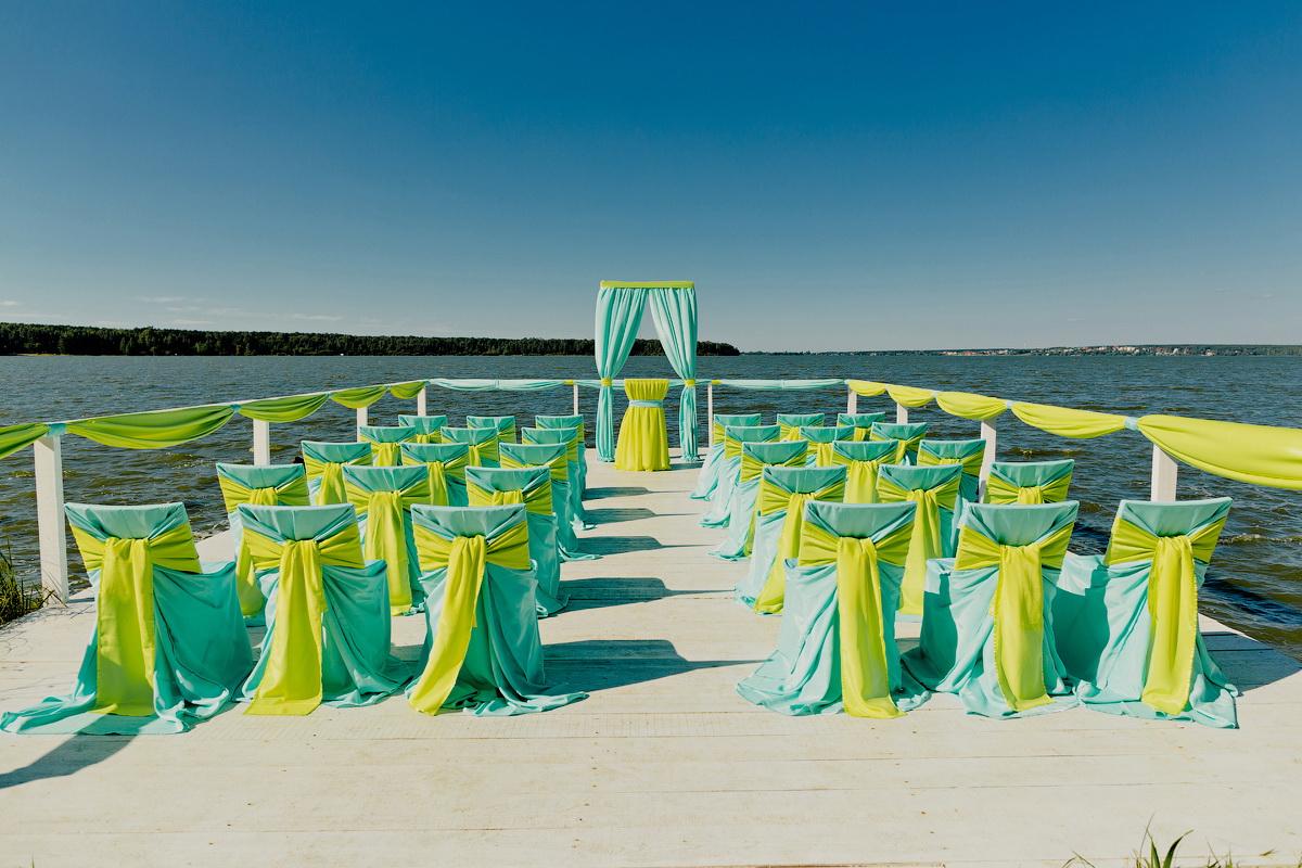 dorozhka-k-altaryu-na-svadbe-7 Красивое и праздничное оформление дорожки к алтарю для выездной свадебной церемонии