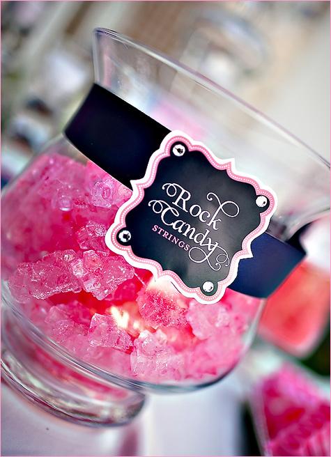 konfetnyj-stol-na-svadbe-2 Кэнди Бар наполненный одними конфетами, стандартный вариант десертного стола