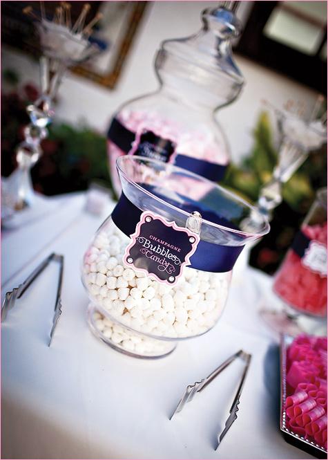 konfetnyj-stol-na-svadbe-5 Кэнди Бар наполненный одними конфетами, стандартный вариант десертного стола