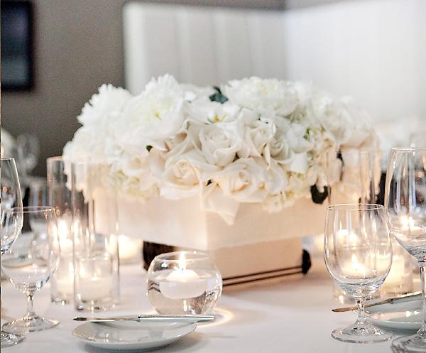 ofitsialnaya-svadba-v-stile-belo-chernyj-5 Официально и довольно строгое оформление свадьбы в белом цвете с использованием черного декора