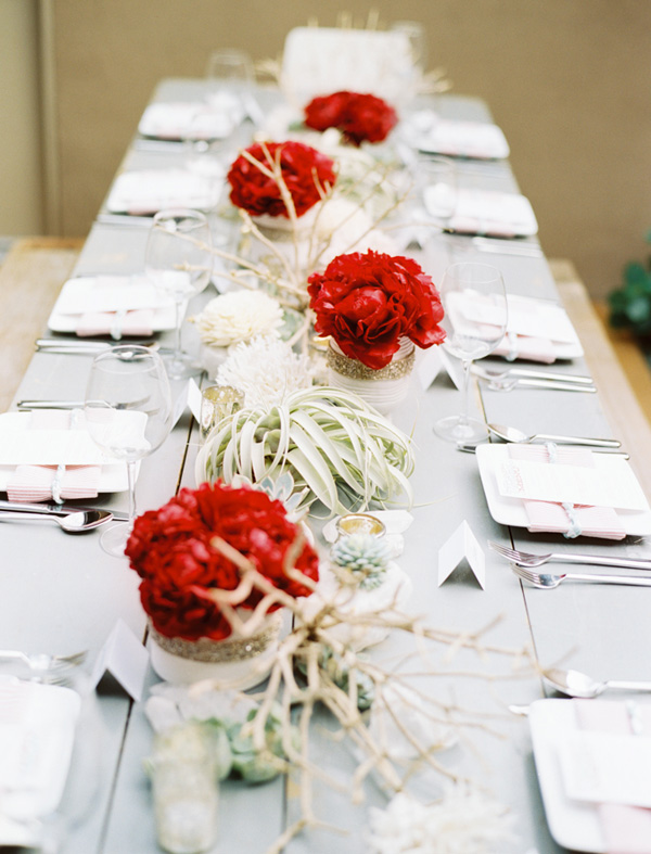 rozhdestvennaya-servirovka-stola-na-svadbe-6 Рождественская сервировка свадебного стола для зимней церемонии бракосочетания