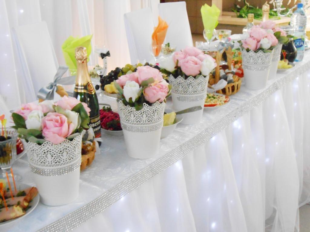svadba-v-belom-tsvete-6 Украшение зала на свадьбу в белом цвете, как организовать, чтобы торжество не получилось скучным и блеклым