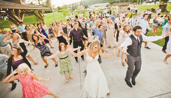 svadba-v-derevenskom-stile-11 Нежная летняя свадьба в деревенском стиле. В чем заключается суть простоты организации?