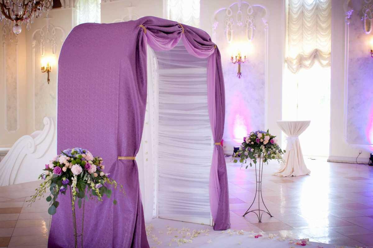 svadba-v-sirenevom-tsvete-4 Свадебное оформление в сиреневом цвете в сочетании с белым цветом для летней свадьбы