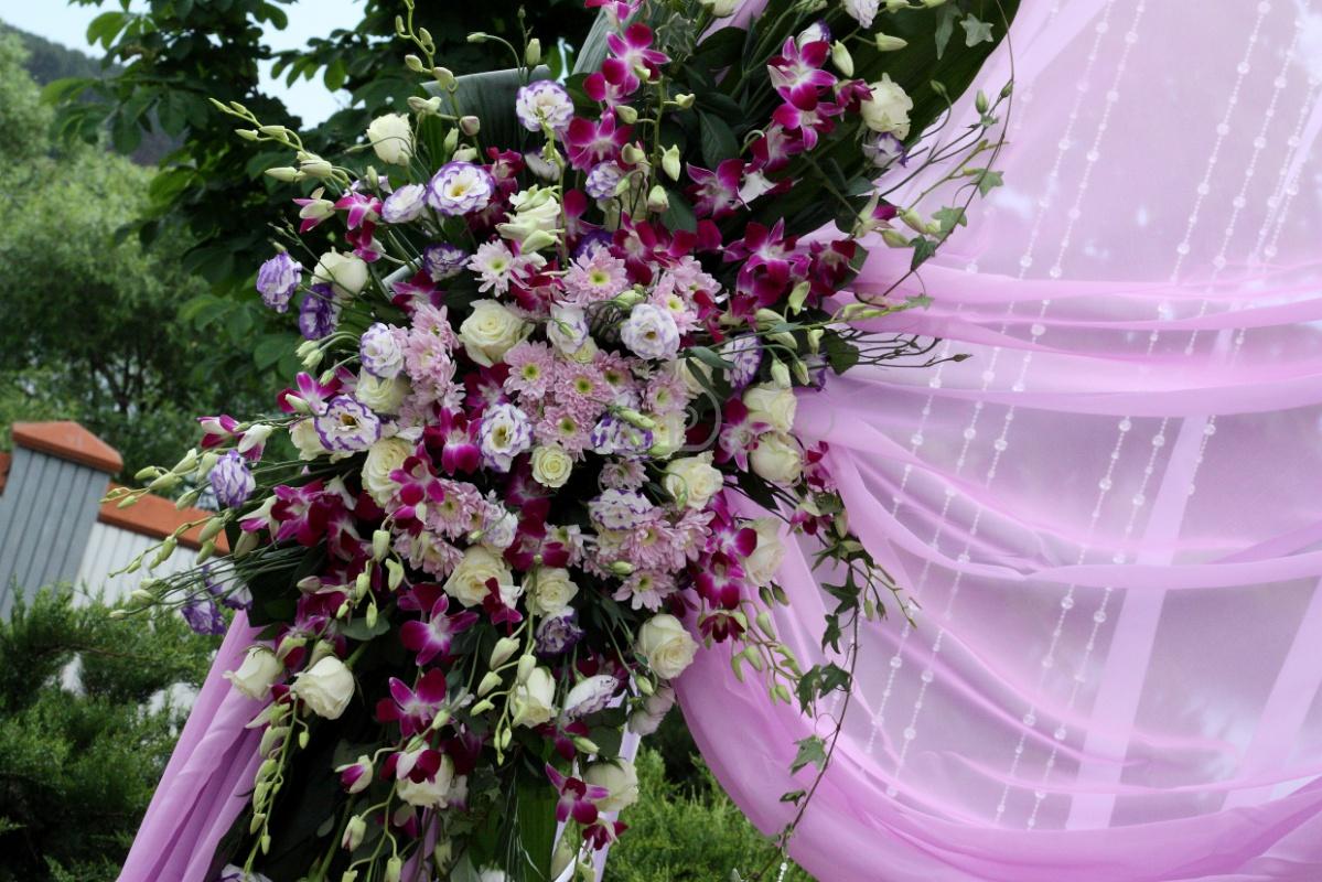svadba-v-sirenevom-tsvete-6 Свадебное оформление в сиреневом цвете в сочетании с белым цветом для летней свадьбы