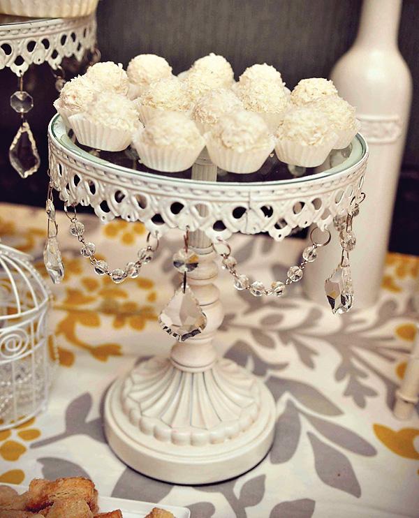 svadba-v-zhelto-serom-tsvete-10 Свадебный Кэнди Бар в желто-сером цвете сочетание яркости и строгости