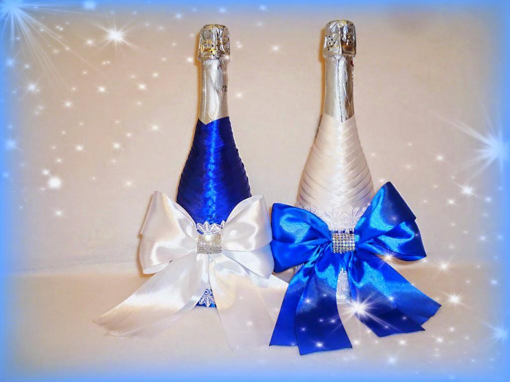 svadebnoe-oformlenie-butylok-4 Свадебное оформление в синем цвете бутылок шампанского для стола молодоженов