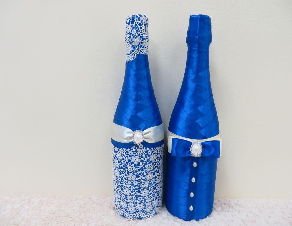 svadebnoe-oformlenie-butylok-7 Свадебное оформление в синем цвете бутылок шампанского для стола молодоженов