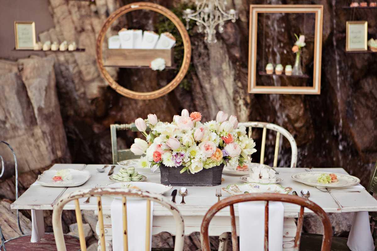 svadebnye-ramki-dlya-dekora-7 Свадебные рамки для оформления торжества в богемном и винтажном стиле