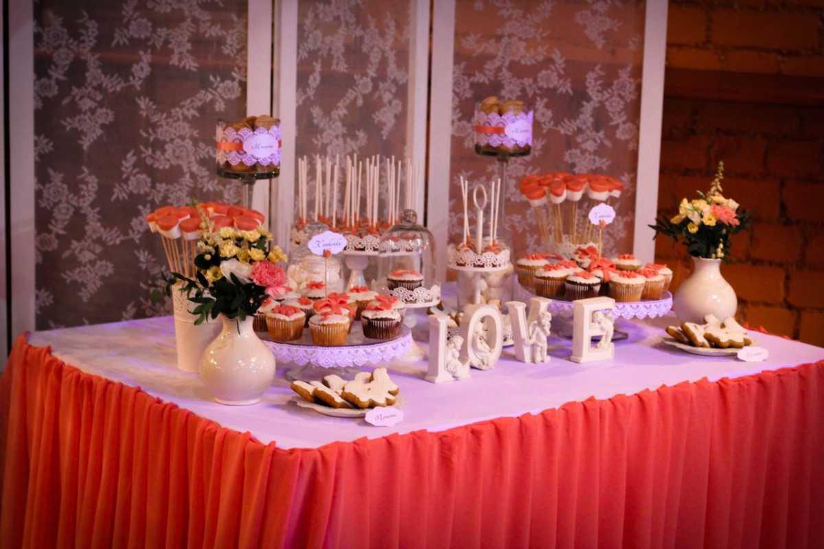 svadebnyj-kendi-Bar-v-krasnom-tsvete-3 Свадебное оформление в красном цвете Кэнди Бара, который станет яркой свадебной зоной на любом тематическом торжестве
