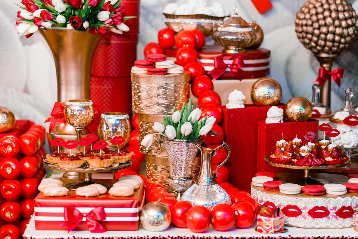 svadebnyj-kendi-Bar-v-krasnom-tsvete-4 Свадебное оформление в красном цвете Кэнди Бара, который станет яркой свадебной зоной на любом тематическом торжестве