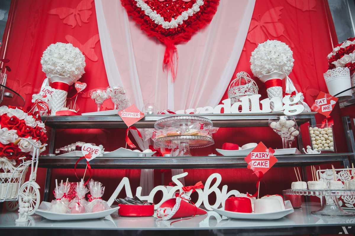 svadebnyj-kendi-Bar-v-krasnom-tsvete-5 Свадебное оформление в красном цвете Кэнди Бара, который станет яркой свадебной зоной на любом тематическом торжестве