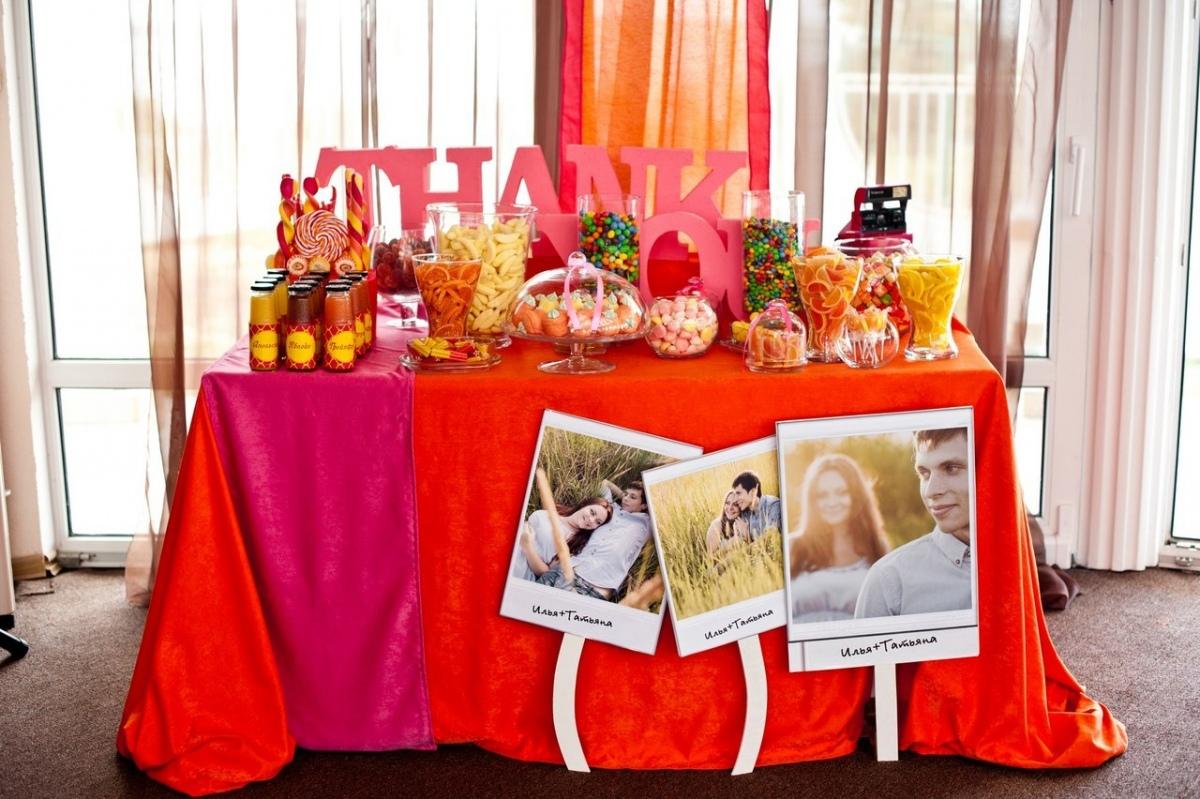 svadebnyj-kendi-Bar-v-krasnom-tsvete-6 Свадебное оформление в красном цвете Кэнди Бара, который станет яркой свадебной зоной на любом тематическом торжестве