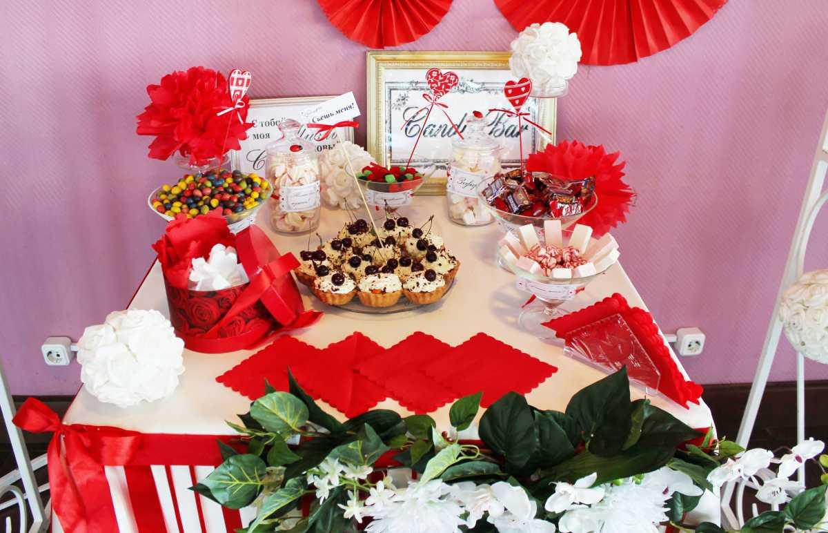 svadebnyj-kendi-Bar-v-krasnom-tsvete-7 Свадебное оформление в красном цвете Кэнди Бара, который станет яркой свадебной зоной на любом тематическом торжестве