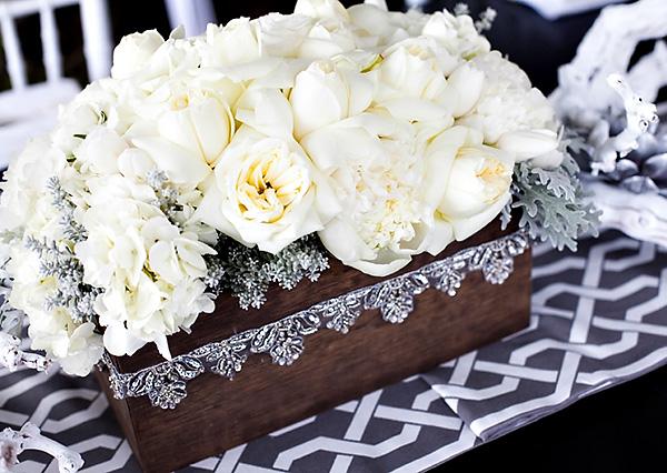 svadebnyj-stol-v-belom-tsvete-5 Сервировка свадебного стола в бело-серебряном цвете: сочетание изысканности и романтики
