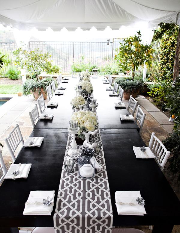 svadebnyj-stol-v-belom-tsvete-6 Сервировка свадебного стола в бело-серебряном цвете: сочетание изысканности и романтики