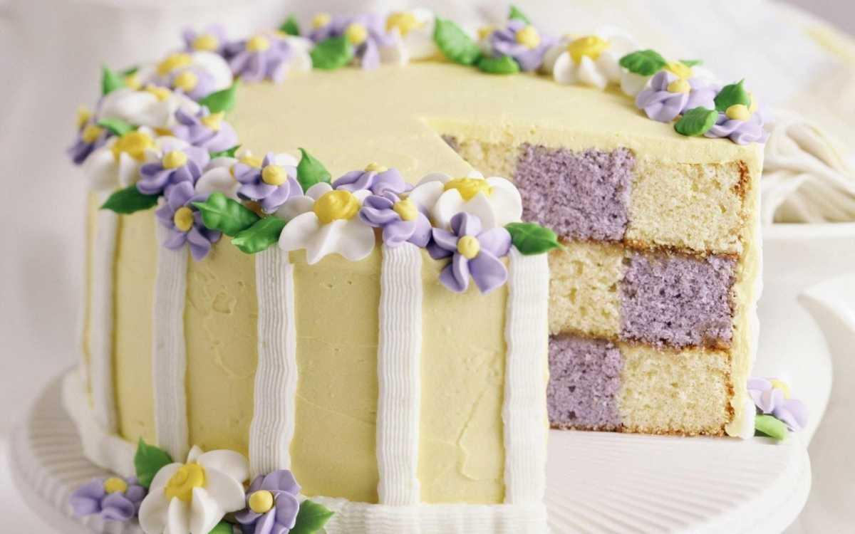 svadebnyj-tort-s-kremom ТОП-5 трендов на свадебные торты в 2016 году, как не ошибиться с выбором главного свадебного угощения