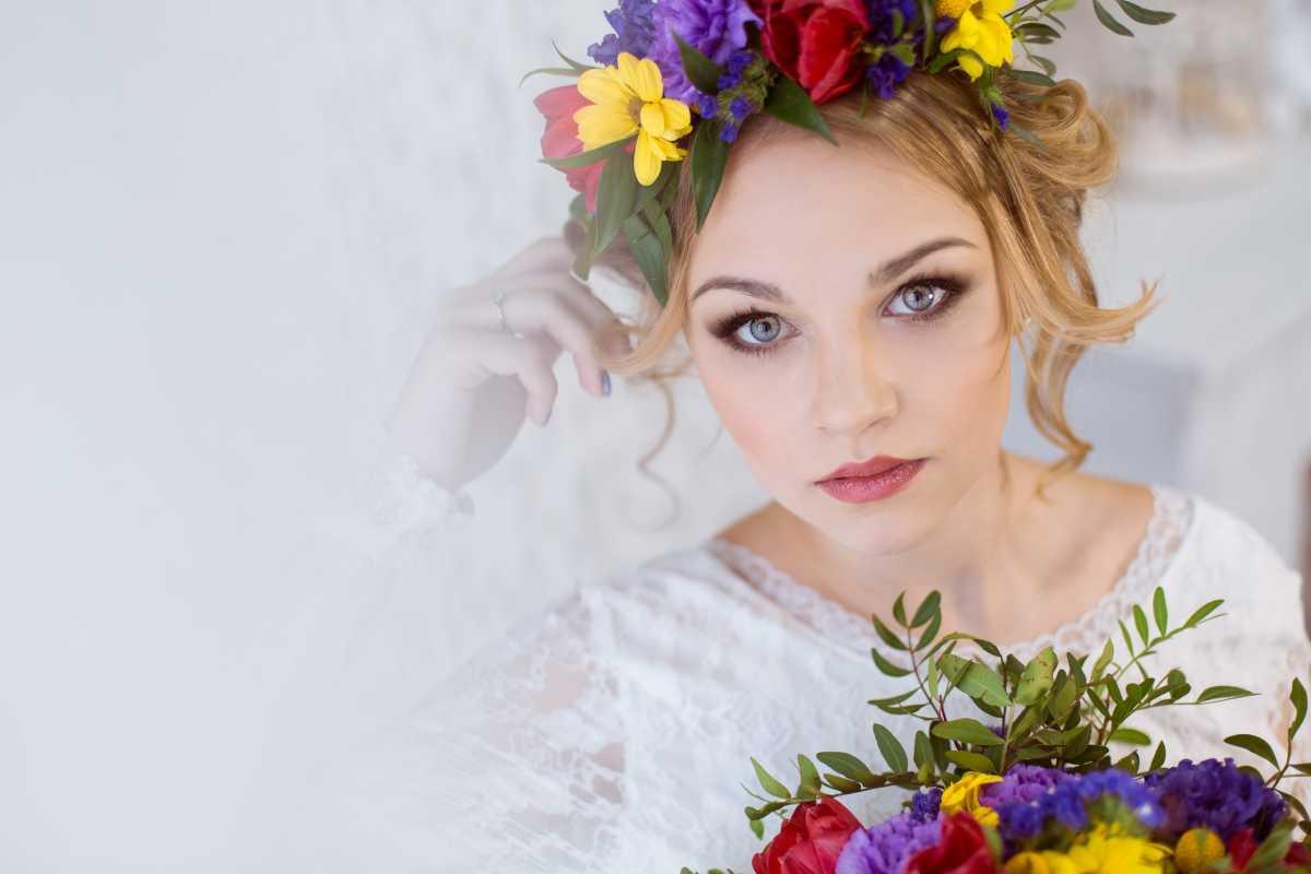 venok-dlya-nevesty-na-svadbu-8 Венки на голову из цветов на свадьбу, нежный свадебный аксессуар для волос невесты