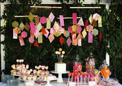 1-svadba-s-bumazhnym-dekorom Простой декор на свадьбу из бумаги: делаем сами яркие декорации для торжества