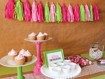 """1-svadebnyj-kendi-bar-sdelaj-sam Необычный десертный стол для свадьбы """"Сделай сам свое угощение"""""""