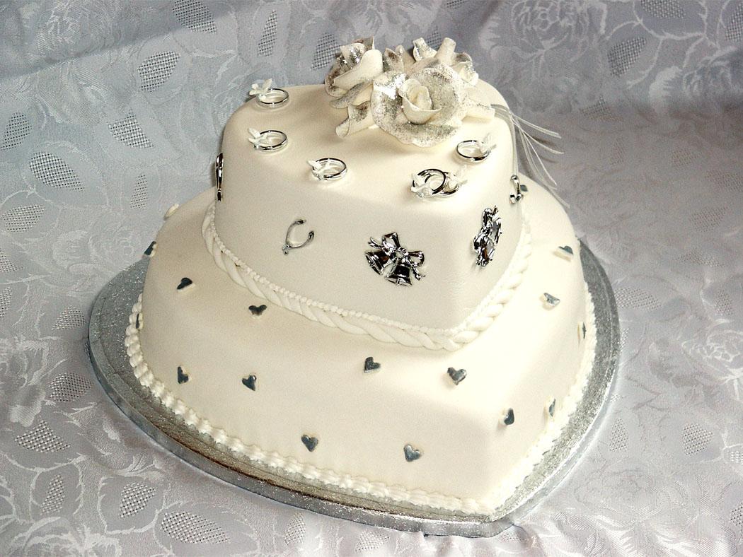 dekor-dlya-svadebnogo-torta-5 Советы по выбору свадебного торта, как не допустить ошибки при выборе главного угощения торжества?