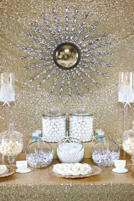 kendi-bufet-na-svadbe-7 Делаем гламурный Кенди Бар на свадьбу в золотом цвете с добавлением белого декора